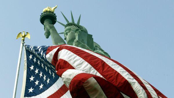 Flaga USA i Statua Wolności - Sputnik Polska