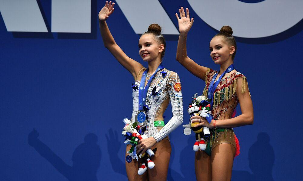 Rosyjskie gimnastyczki artystyczne Arina i Dina Averina