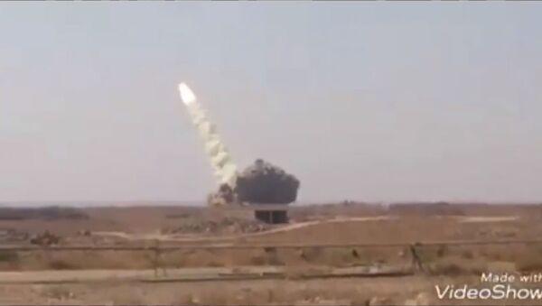 Kadr wideo przedstawiającego start systemu dalekiego zasięgu S-200WE Wega-E w Syrii - Sputnik Polska