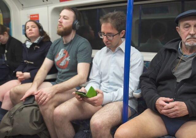 "Flash mob ""Jazda metrem bez spodni"""
