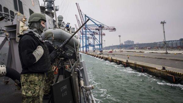 Niszczyciel Marynarki Wojennej USA Carney wpływa do portu w Odessie, Ukraina - Sputnik Polska