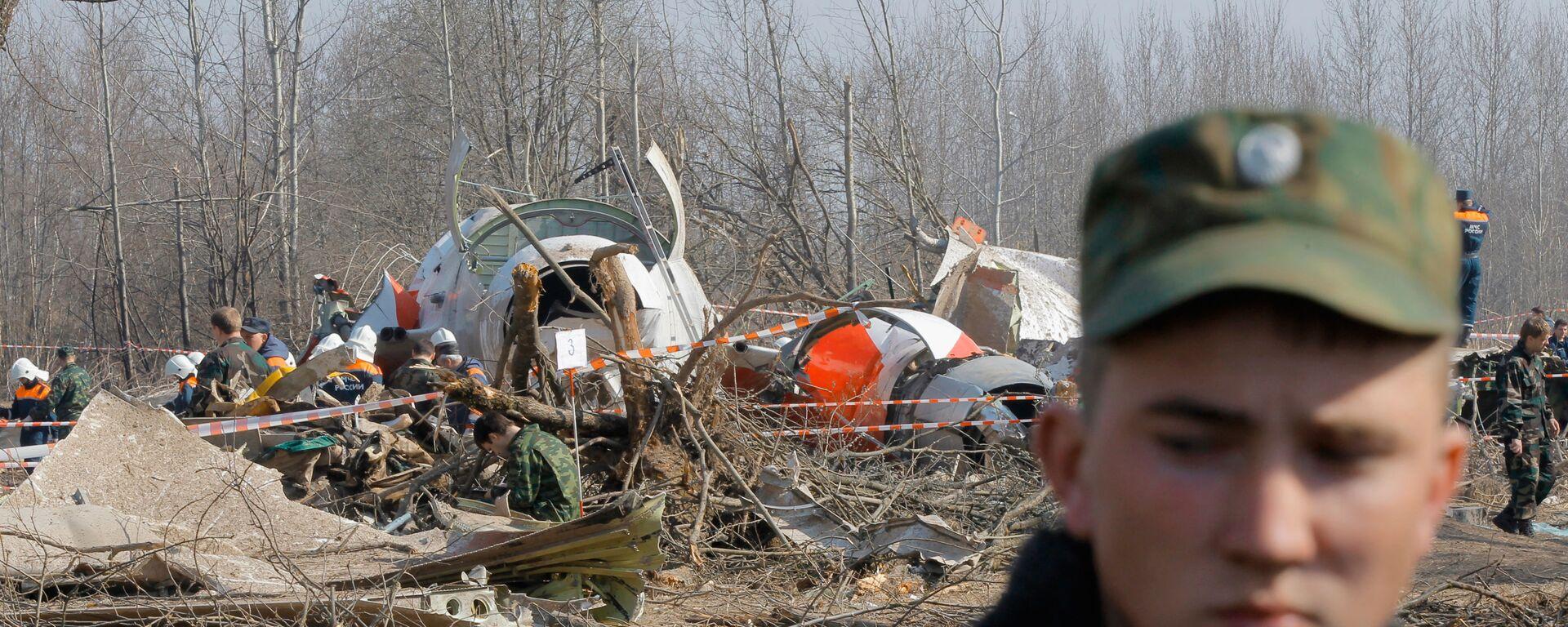 Służby ratunkowe na miejscu katastrofy polskiego samolotu rządowego Tu-154 pod Smoleńskiem - Sputnik Polska, 1920, 12.03.2021
