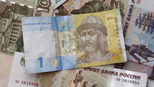Pieniądze papierowe o monety Rosji i Ukrainy - Sputnik Polska