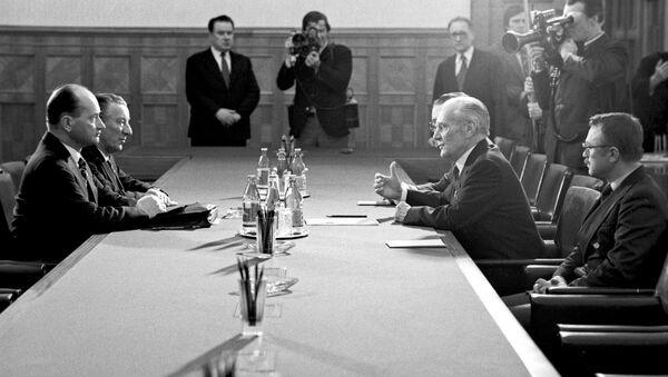 Premier ZSRR Nikołaj Tichonow i  przewodniczący Rady Państwa PRL general Wojciech Jaruzelski podczas rozmów na Kremlu, rok 1981 - Sputnik Polska