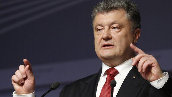 Prezydent Ukrainy Petro Poroszenko podczas konferencji prasowej w Rydze - Sputnik Polska