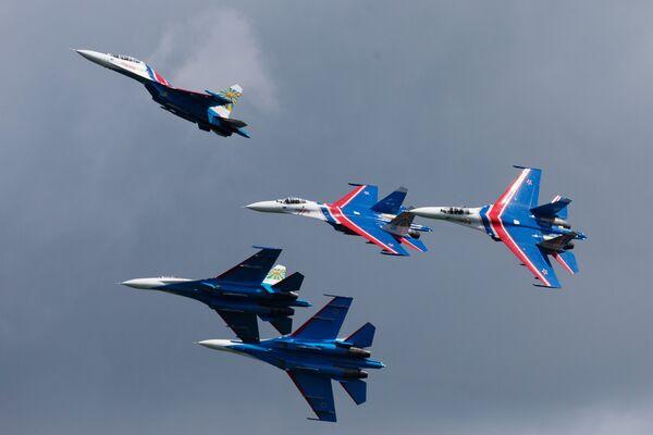 Zespół akrobacyjny sił powietrznych Rosji Russkije Witjazi - Sputnik Polska