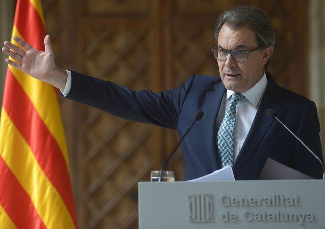 Президент Женералитета Каталонии Артур Мас-и-Гаварро выступает во Дворце правительства в Барселоне