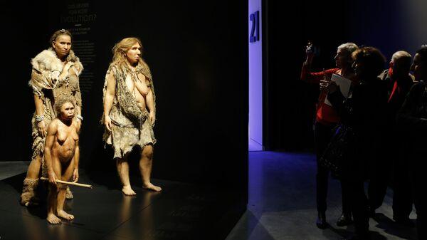 Starożytni ludzie w  Musee des Confluences, Francja - Sputnik Polska