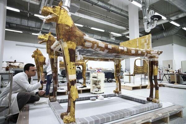W Wielkim Muzeum Egipskim w Gizie już pojawiło się ponad 42 tysiące eksponatów. - Sputnik Polska