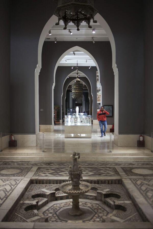 Mozaikowa fontanna z okresu rządów mameluków (XIV-XV wiek) w Muzeum Sztuki Islamskiej w Kairze. - Sputnik Polska