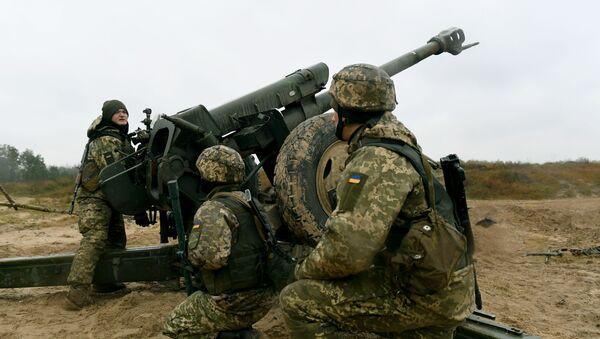 Ukraińscy artylerzyści na ćwiczeniach wojskowych. Zdjęcie archiwalne - Sputnik Polska