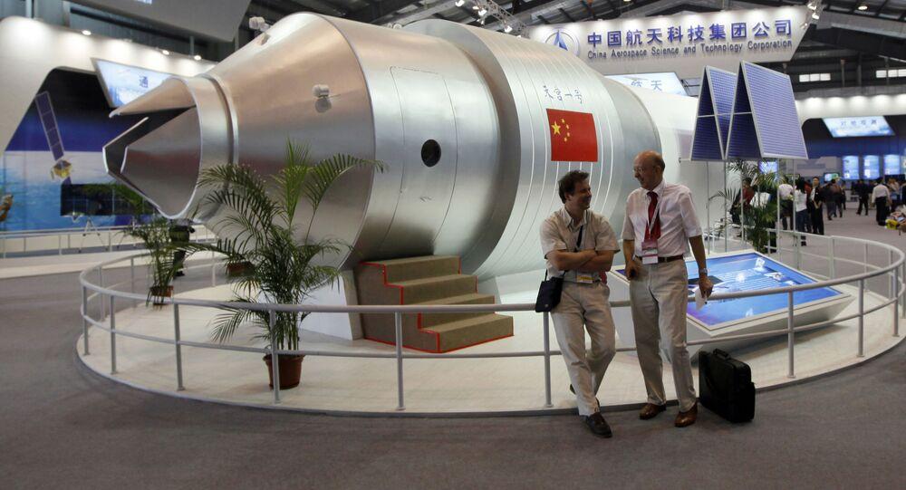 """Model chińskiego modułu orbitalnego """"Tiangong-1"""" na Międzynarodowym Pokazie Lotniczym w Chinach"""