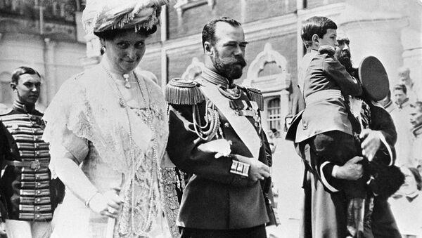 Rosyjski car Mikołaj II z żoną Aleksandrą Fiodorowną i carewiczem Aleksiejem - Sputnik Polska