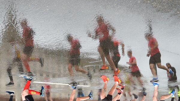 Uczestnicy Moskiewskiego Półmaratonu 2017 w czasie biegu - Sputnik Polska