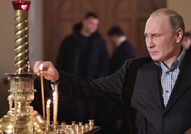 Putin porównał komunizm z chrześcijaństwem, a mauzoleum z repozytorium relikwii