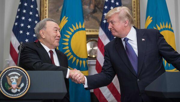 Prezydent Kazachstanu Nursułtan Nazarbajew i prezydent USA Donald Trump - Sputnik Polska