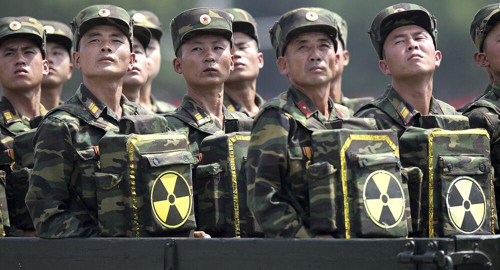 Północnokoreańscy żołnierze na defiladzie wojskowej w Pjongjangu. Zdjęcie archiwalne