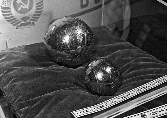 Radzieckie proporczyki dostarczone na Księżyc w 1959 roku