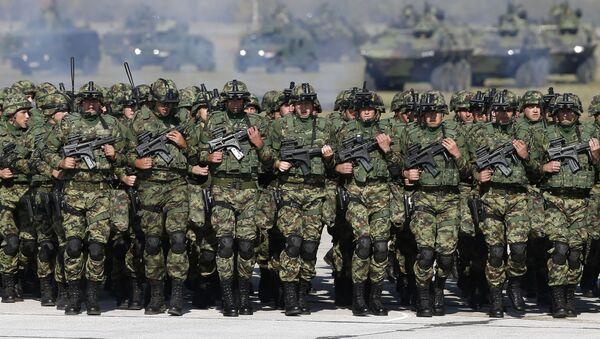 Żołnierze serbskiej armii na lotnisku wojskowym w pobliżu Belgradu - Sputnik Polska