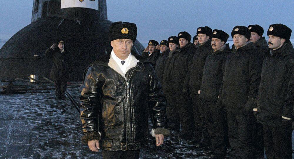 Prezydent Rosji Władimir Putin na okręcie podwodnym Archangielsk, 2004 rok
