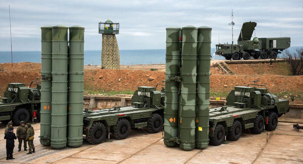 """Kompleks obrony przeciwlotniczej S-400 """"Triumf"""" wszedł do służby bojowej w Sewastopolu"""