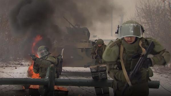Szkolenia inżynieryjnych pododdziałów Rosji z zastosowaniem kombinezonu ataku OWR-ZSz. - Sputnik Polska