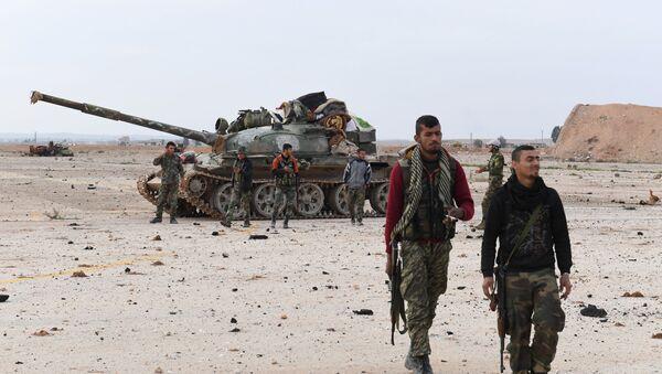 Syryjskie wojska rządowe w pobliżu lotniska Abu ad-Duhur w prowincji Idlib - Sputnik Polska