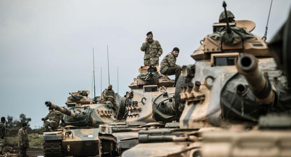 Tureckie wojska w pobliżu syryjskiej granicy