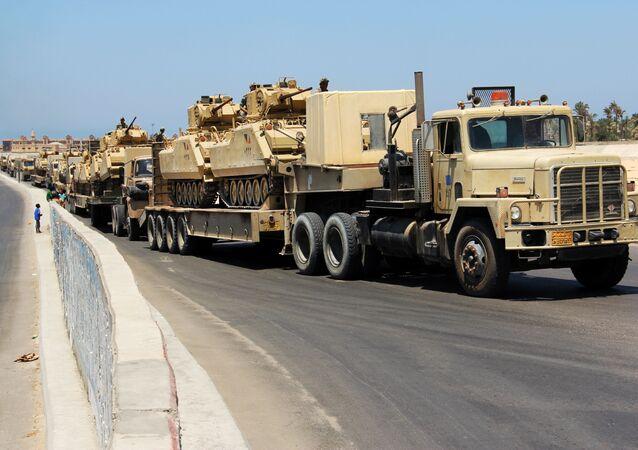 Transport egipskich czołgów. Zdjęcie archiwalne