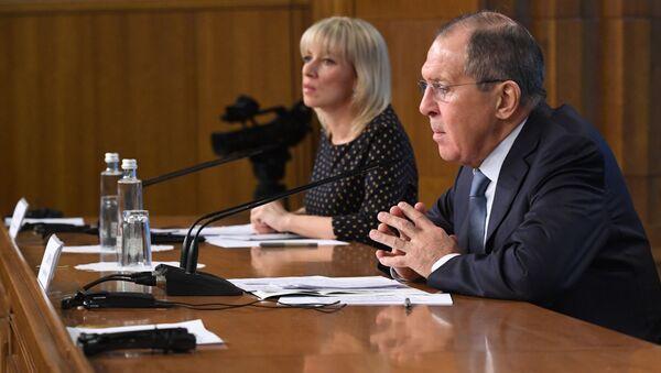 Rzeczniczka Ministerstwa Spraw Zagranicznych Rosji Maria Zacharowa i minister spraw zagranicznych Rosji Siergiej Ławrow - Sputnik Polska