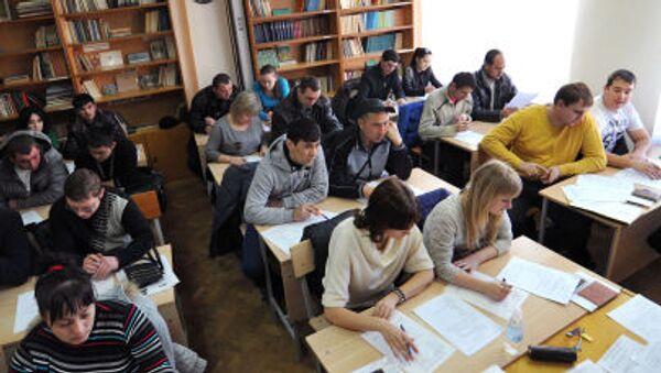 Мигранты во время экзаменационного тестирования в Ростове-на-Дону - Sputnik Polska