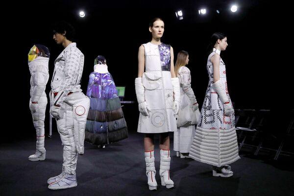 Kolekcja Yuima Nakazato podczas Tygodnia Mody w Paryżu - Sputnik Polska