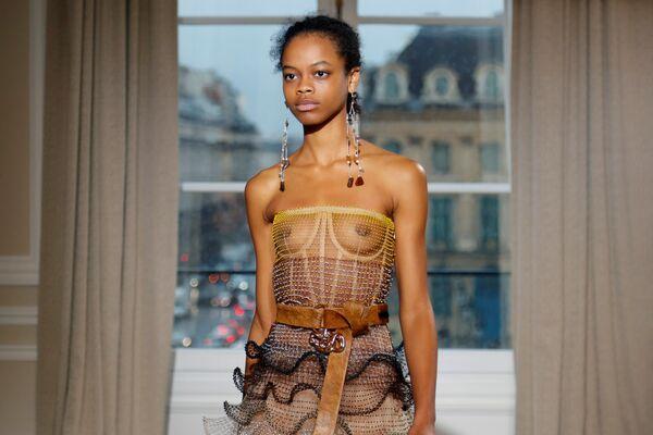 Kolekcja Bertranda Guyona podczas Tygodnia Mody w Paryżu - Sputnik Polska