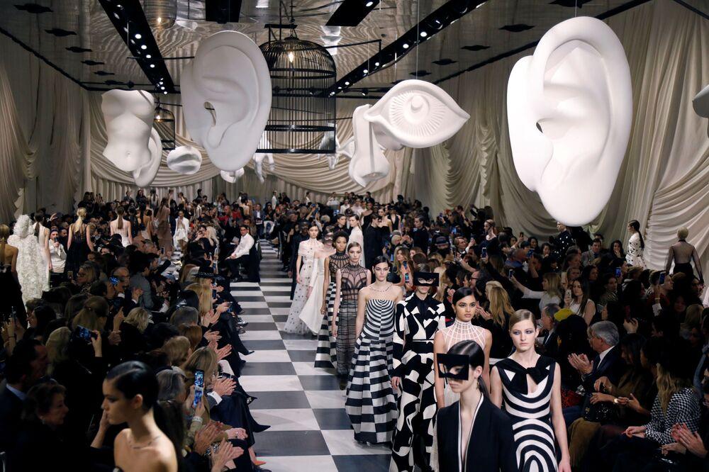 Kolekcja Marii Grazii podczas Tygodnia Mody w Paryżu