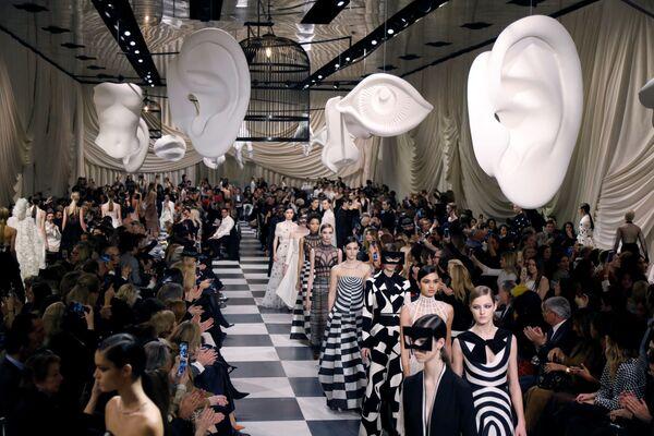Kolekcja Marii Grazii podczas Tygodnia Mody w Paryżu - Sputnik Polska