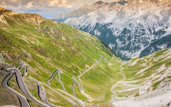 Trasa Passo dello Stelvio we włoskich Alpach - Sputnik Polska