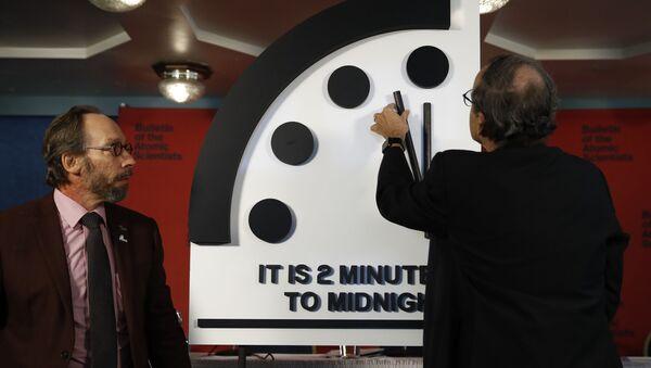 Przesunięcie wskazówek zegara Sądu Ostatecznego o 30 sekund bliżej północy - Sputnik Polska