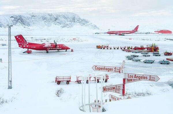 W kategorii Duch podróży zwyciężyła praca Lotnisko Kangerlussuaq fotografa z Wielkiej Brytanii Andy'ego Hollimana. - Sputnik Polska