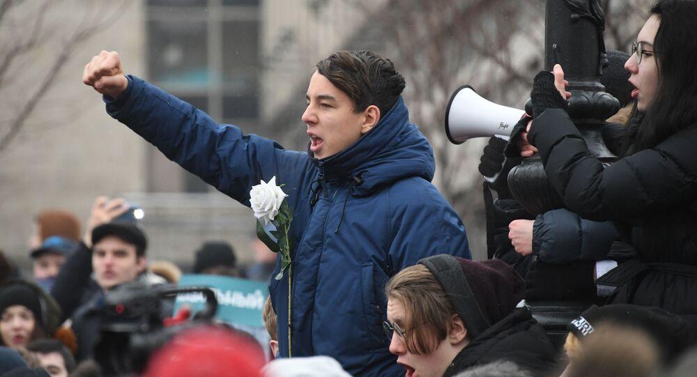 W nieuzgodnionej z władzami akcji na ul. Twerskiej w Moskwie uczestniczyło około tysiąca osób