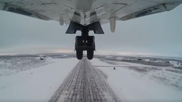 Załogi samolotów przechwytujących MiG-31 i  bombowców Su-24 przeprowadziły  szkolenia za kręgiem polarnym. - Sputnik Polska