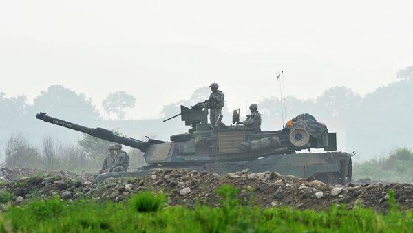 Amerykańskie wojsko i czołg M1A2 - Sputnik Polska