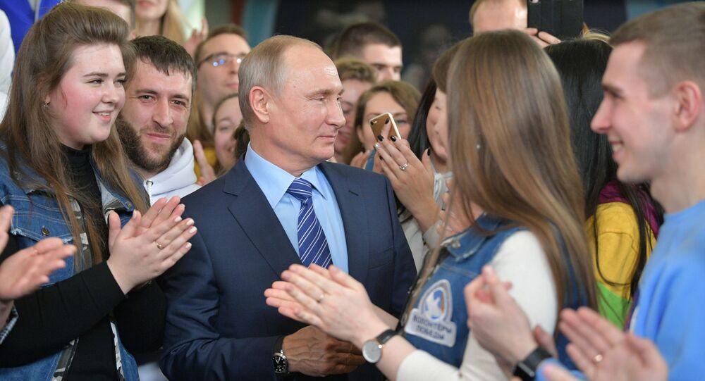 Prezydent Rosji Władimir Putin podczas spotkania z wolontariuszami w sztabie wyborczym w Moskwie