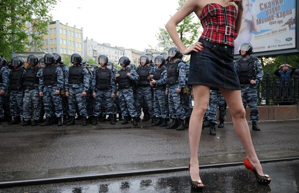 Kordon policji podczas protestów, 2012 rok - Sputnik Polska