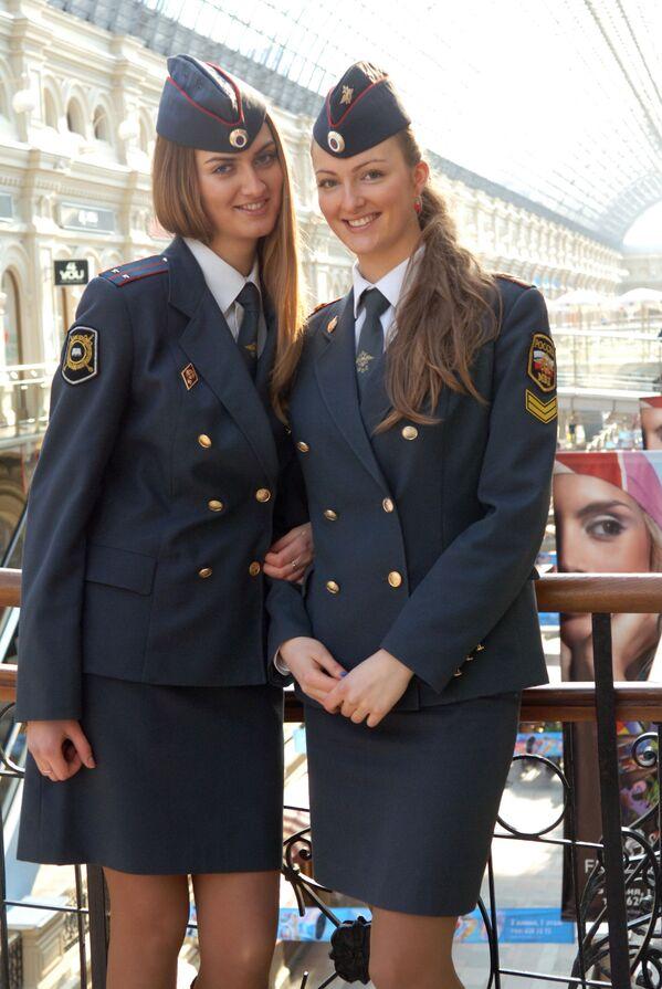 Porucznik policji Maria Kotenko i jej siostra Irina, studentka Uniwersytetu Moskiewskiego MWD Rosji, 2008 rok - Sputnik Polska
