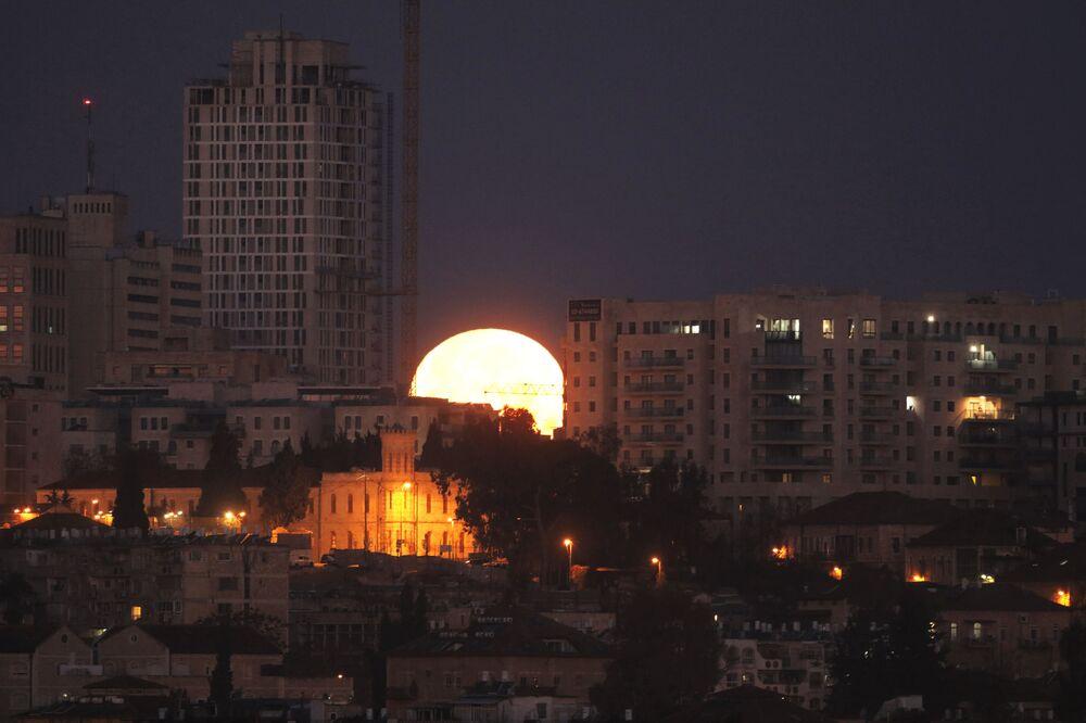 Zachód Księżyca w Jerozolimie, 31 stycznia 2018