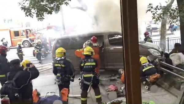 Szanghaj - furgonetka wjechała w tłum - Sputnik Polska