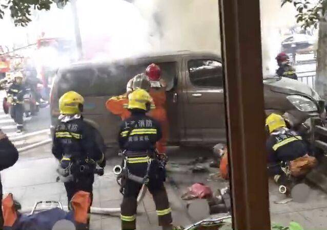 Szanghaj - furgonetka wjechała w tłum