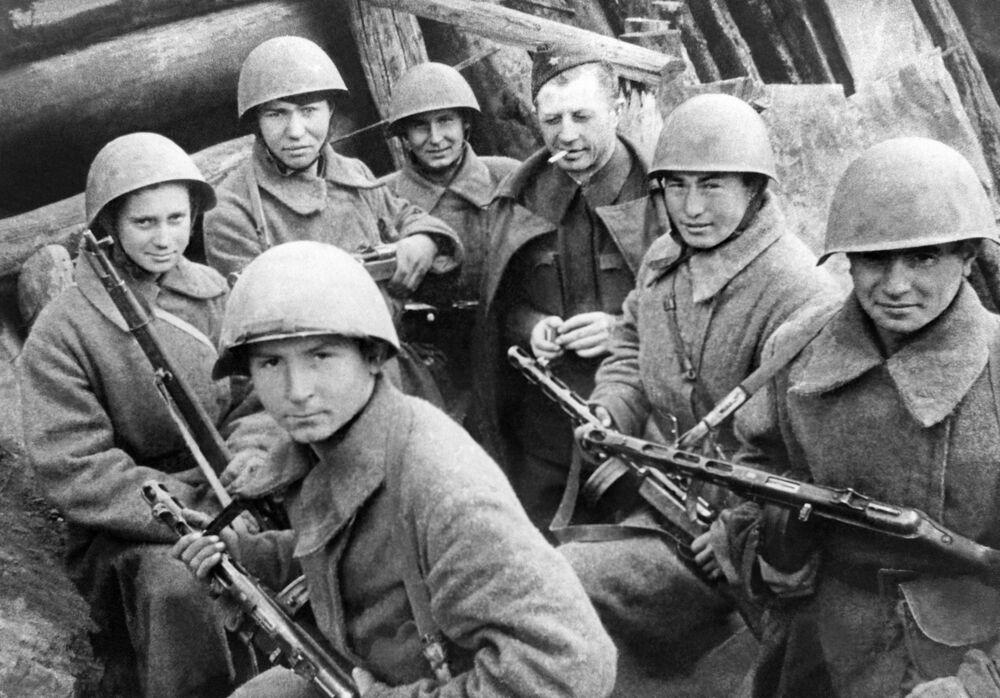 Aleksandr Rodimcew - radziecki generał pułkownik, dowódca 13. Dywizji Strzelców Gwardii, szczególnie wyróżnił się w bitwie pod Stalingradem wśród mężczyzn, 1942 r.