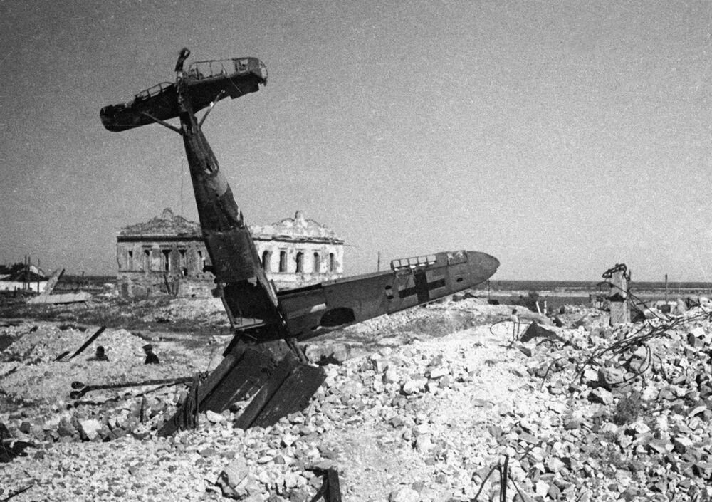Niemiecki samolot zestrzelony w bitwie pod Stalingradem, 1943 r.