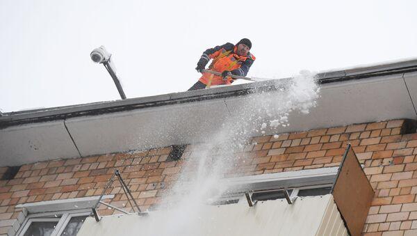 Oczyszczanie dachu ze śniegu, Moskwa - Sputnik Polska